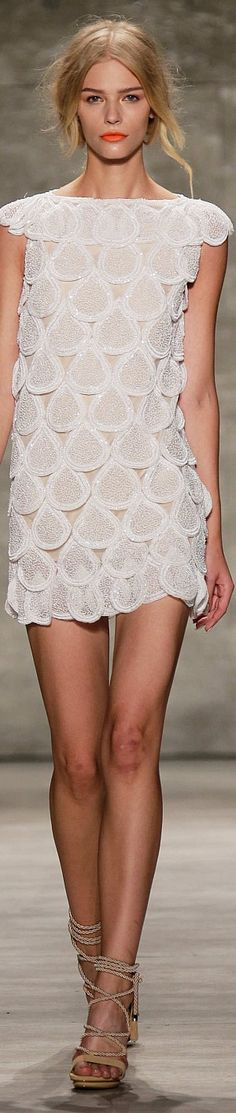Luis Antonio Collection Spring 2015 Ready to wear