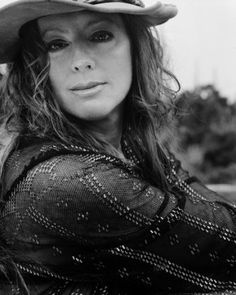 See Sarah McLachlan pictures, photo shoots, and listen online to the latest music. Sarah Mclachlan, Sarah Ann, Beautiful People, Beautiful Women, Mezzo Soprano, Best Albums, Good Music, Amazing Music, Music Artists