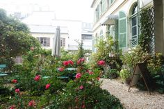 Three free museums in Paris you need to visit - garden of the Musee de la Vie Romantique Packing For Europe, Free Museums, Paris, Garden Paths, Places To Visit, Architecture, Frugal, Apartments, Travel
