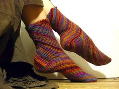Ravelry: Exotic Whirlpool pattern by Natalia Vasilieva, unusual knitting construction, free pattern in English or Russian. Crochet Socks, Knitted Slippers, Knitting Socks, Free Knitting, Knit Crochet, Knit Socks, Crochet Granny, How To Purl Knit, Knitting Accessories