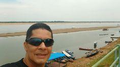 O Rio Tocantins tá tão seco que apareceu um barranco de área, no fundo da foto a Praia do Tucunaré em Marabá.