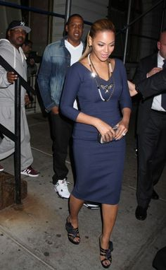 """Beyonce 2 months after """"giving birth."""" She looks great!"""