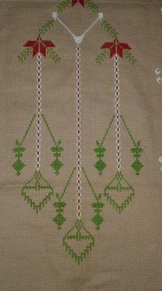 Tree Skirts, Cross Stitch, Christmas Tree, Pasta, Holiday Decor, Punto De Cruz, Dots, Prayer Rug, Handarbeit