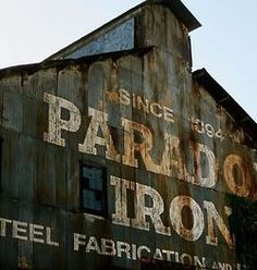 Awesome typographic designs on old barns. Industrial Signage, Urban Industrial, Vintage Industrial, Logos Vintage, Vintage Signs, Vintage Advertisements, Advertising Ideas, Barn Signs, Old Signs