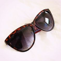 Brown Tortoise Retro Cat Eye Sunglasses Fun & comfy pair! UV400   Please ask ALL questions before you buy as all sales are final. I try to describe the items I sell as accurately as I can but if I missed something, please let me know FIRST so we can resolve it before you leave a less than 5rating.   TRADES/OFFLINE TRANSACTIONS LOWBALLING (Please consider the 20% PM fee) 100% Authentic items   &  Free home Fashion Eyewear Accessories Sunglasses