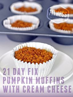 21 Day Fix Pumpkin Muffins with Cream Cheese! Perfect snack or dessert idea. This recipe takes just 20 minutes. Gluten free.