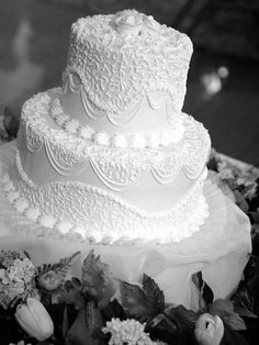 It's the Leaning Tower of Wedding Cake!  I really like how the icing looks like lace.