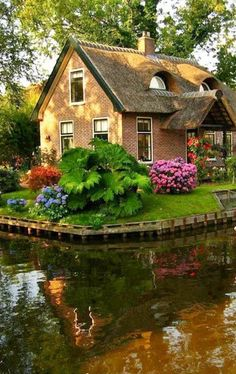Unique Buildings, Beautiful Buildings, Beautiful Landscapes, Beautiful Gardens, Beautiful Homes, Places Around The World, Around The Worlds, Cottage Style Homes, Cabins And Cottages