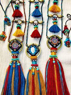 Tassel Idea from ethnic jewelry Tassel Jewelry, Textile Jewelry, Fabric Jewelry, Tribal Jewelry, Jewelery, Bohemian Jewelry, Jewelry Crafts, Handmade Jewelry, Mode Hippie