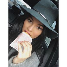 """9,883 Likes, 33 Comments - Kylie Jenner Snapchats (@kyliekonnection) on Instagram: """"#GoodMorning! What's your fav food? I love !! #throwback"""""""