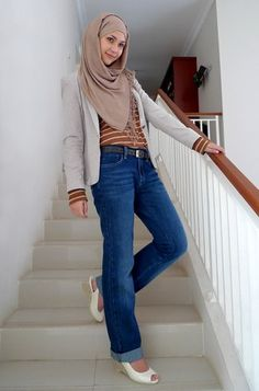 love Marani Puja look in Vanilla Latte ❤ hijab style Hijab Casual, Hijab Chic, Hijab Outfit, Casual Outfits, Fasion, Hijab Fashion, Women's Fashion, Hijab Jeans, Fashion Cover