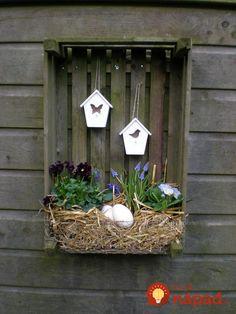 Na pozemku zhromaždila drevené debničky: Stačilo pár hodín a takto úžasne si s nimi vylepšila záhradu!