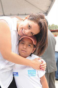 Stella Alonzo, esposa de Otto Pérez Leal; presente en las actividades de la Municipalidad de Mixco durante el 2013.