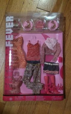 NEW-2006-FASHION-FEVER-COLLECTION-BARBIE-CLOTHES-12-piece-GIFTSET-G8996-J1405