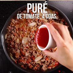 chili con carne y queso - chili con carne y queso Chili Recipes, Mexican Food Recipes, Vegetarian Recipes, Dinner Recipes, Tasty Videos, Food Videos, Chili Mexicano, Chili Recipe Video, Chili Nachos