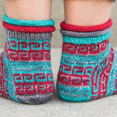 This pattern is FREE through October 1, 2017, with code BONVOYAGE. To get the entire SOCKS OF NARNIA collection for only $5, click here and use code NARNIA. Happy knitting!