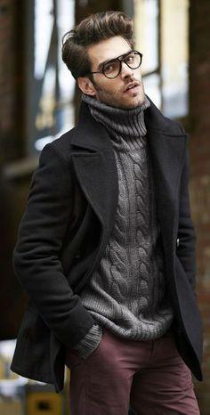 Schönes Herbstoutfit aus klassischem, schwarzen Caban, derbem, grauem…