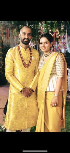 Blouse Designs High Neck, Silk Saree Blouse Designs, Choli Designs, Sari Design, Indian Designer Outfits, Indian Outfits, Stylish Blouse Design, Designer Blouse Patterns, Indian Bridal Fashion