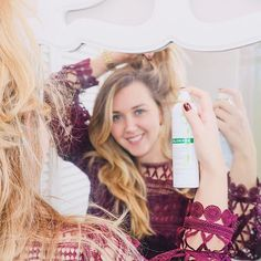 It is #nationaldryshampoo day when you lost an hour due to daylight savings but you can still look fabulous because of @KloraneUSA dry shampoo! I recently started using #klorane and I am loving the results. The ultra-fine powder cleans hair eliminates dirt oil and odors and adds volume and texture to hair. It's perfect for those mornings when I run out of time or just want the extra volume. Head out to @ultabeauty to grab your bottle! My favorite is the dry shampoo with oat milk…