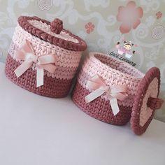 Defalarca kez tercih edilmenin mutlulugu ve alisverisin ötesinde karslikli guven, samimiyet ve bir insan kazanmis olmanın gururunu… Crochet Basket Pattern, Knit Basket, Crochet Stitches Patterns, Free Crochet Bag, Knit Crochet, Crochet Storage, Crochet Decoration, Crochet Round, T Shirt Yarn