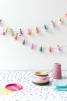 Party Hat Garland diy garland crafts craft ideas diy crafts do it yourself diy projects crafty party crafts do it yourself crafts party diy crafts Diy Party Garland, Craft Party, Diy Party Hats, Cupcake Party Decorations, Diy Party Dekoration, Party Girlande, Festa Party, Elmo Party, Mickey Party
