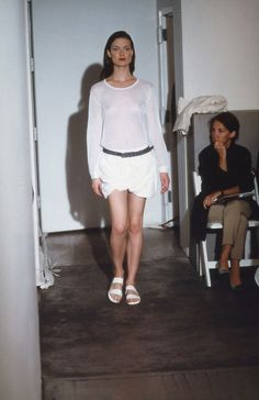 Helmut Lang Spring 2000 Ready-to-Wear Fashion Show Helmut Lang, Streetwear Fashion, Fashion Show, Fashion Brands, Catwalk, Ready To Wear, Street Wear, Women Wear, Normcore