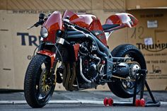 Weslake: A red-hot Triumph Speed Triple cafe racer from Italy Triumph Cafe Racer, Cafe Racers, Cafe Racer Bikes, Cafe Racer Motorcycle, Triumph Motorcycles, Classic Motorcycle, Triumph Speed Triple, Bobbers, Maxis