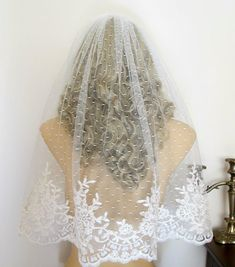 To match the dotted swiss on my dress...not sure about the detailing at the bottom; however, by far the best dotted swiss veil to date.