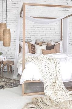 I am taken away by this space. The brick wall flows stunningly with the matching wicker basket and light fixtures. I am loving everything about the coastal bohemian vibes of this room. ⛵️ #coastalboho #bohodecor