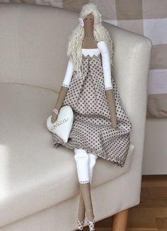 A blonde Tilda, I would almost say typical of the Nordic countries Doll Crafts, Diy Doll, Tilda Toy, Little Girl Gifts, Creation Deco, Sewing Dolls, Doll Maker, Waldorf Dolls, Soft Dolls
