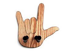GUITAR HANGER / I Love You Sign por SpareTimeWoodDesigns en Etsy, $52.00