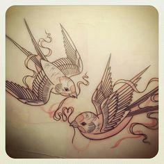 Hirondelles et oiseaux en tatouage. Tattoo classic american birds.