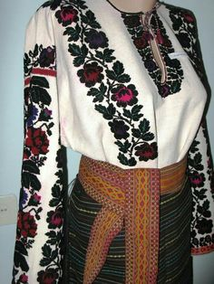 Nicole Fashion, Islamic Clothing, Embroidered Clothes, Ukraine, Bell Sleeve Top, Costumes, Embroidery, Clothes For Women, Sewing