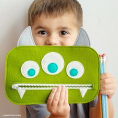 Get back-to-school ready with our template and tutorial to make zippered DIY pencil pouches! Our designs include a cute kitty and three-eyed green monster Felt Crafts Kids, Felt Crafts Patterns, Pencil Case Pattern, Diy Pencil Case, Pencil Bags, Pencil Pouch, Felt Pouch, Ladybug Crafts, Sewing School