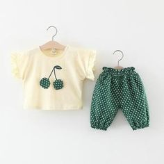 Make your cute little one even cuter with our latest design, make them feel even more pretty and confident. Spring Outfits, Kids Outfits, Spring Clothes, Baby Outfits, Fashion Models, Fashion Outfits, Baby Suit, Crochet Baby Clothes, Baby Boy Fashion