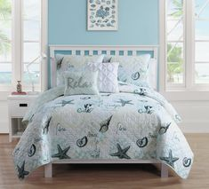 Bring the beauty of the ocean to your bedroom with the VCNY Home Shore Life Reversible Quilt Set. Decked out in a starfish design in muted, neutral tones, the soothing bedding is the perfect finishing touch to your coastal-inspired décor. King Quilt Sets, Queen Quilt, King Quilts, Coastal Bedding, Luxury Bedding, Beach Bedding, Coastal Quilts, Chic Bedding, Unique Bedding