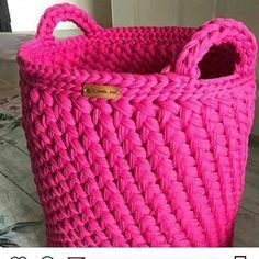Crochet Bag Zpagetti Trapillo Ideas For 2019 Crochet Diy, Crochet Amigurumi, Crochet Home, Simple Crochet, Crochet Stitches, Crochet Basket Pattern, Cotton Cord, T Shirt Yarn, Tricot Crochet
