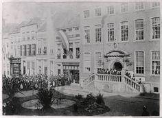 Breda - Stadhuis - Nadat sinds 1884 was vergaderd over de aanleg van waterleiding in Breda werd deze in 1893 aanbesteed. Het water werd gewonnen op de Seterse Heide onder Dorst. De watertoren stond aan het Wilhelminapark in Breda. De waterleiding werd plechtig geopend op 17 februari 1894.