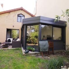 Jardins modernos por Caroline Charvier Architecture