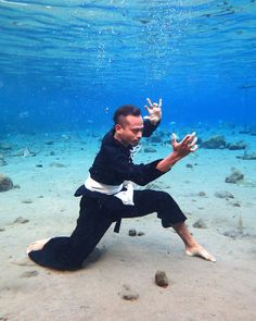 Underwater training - Pencak Silat Self Defense Martial Arts, Kung Fu Martial Arts, Martial Arts Workout, Y Image, Art Of Fighting, Epic Pictures, Martial Arts Styles, Boxing Girl, Artists And Models
