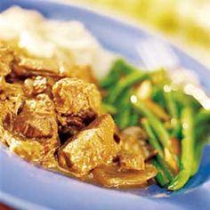 Aprons Recipe - Beef Burgundy With Green Beans Amandine Crock Pot Food, Crock Pot Slow Cooker, Meat Recipes, Crockpot Recipes, Cooking Recipes, One Pot Meals, Easy Meals, Publix Aprons Recipes, Sunday Recipes