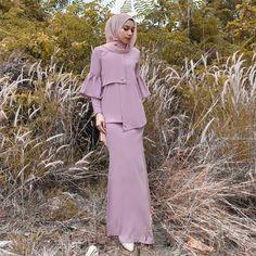 Dress Brokat, Kebaya Dress, Islamic Fashion, Muslim Fashion, Abaya Fashion, Fashion Dresses, Hijab Dress Party, Stylish Hijab, Daily Dress