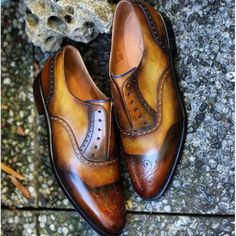 http://chicerman.com  jfitzpatrickfootwear:  Amazing patina by @dandyshoecare on our Greenwood model. Still some sizes left in our current collaboration. Check it out at http://ift.tt/1sSjRhJ  #patina #patinaartists #jfitzpatrick #jfitzpatrickshoes #jfitzpatrickfootwear #brogues #dandyshoecare #spectators #corespondents #twotonedshoes #oxfords #mensclothing #mensfootwear #mensfashion #photooftheday #photography #mensshoes #mensstyle #menswear #fashion #footwear #styleformen #style #estilo…