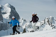 The holiday region of Gstaad with its gently rolling landscape is ideal for snowshoe tours. Young and old alike will enjoy the easy or challenging routes through the unspoilt natural world.