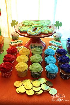 St. Patrick's Day cupcake rainbow - nutcups from PYP #pickyourplum