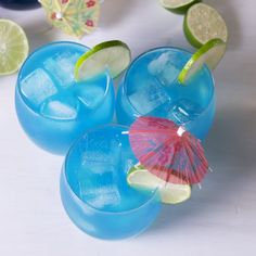 Jack Frost Cocktail - Vodka, pineapple juice, blue curacao and cream of coconut create the most delicious, beautiful and festive holiday cocktail! Cocktails, Party Drinks, Cocktail Drinks, Refreshing Drinks, Yummy Drinks, Healthy Drinks, Blue Drinks, Mixed Drinks, Beach Drinks