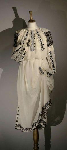 Folk Costume, Costumes, Folk Embroidery, Moldova, Dreams, Detail, Model, Outfits, Beautiful