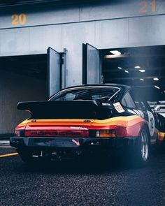 @fast_fabio #DriveVintage #classiccarvoyage #aircooledporsche #porsche #classicporsche Porsche 930 Turbo, Porsche Design, Brutalist, My Ride, White Walls, Will Smith, Gentleman, Vintage, Photo And Video