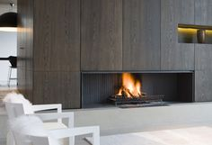 Love this fireplace! Fireplace Feature Wall, Fireplace Tv Wall, Fireplace Remodel, Modern Fireplace, Fireplace Design, Fireplace Mantels, Fireplaces, Fireplace Accessories, Minimalist Interior