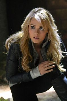 "Supergirl's Final Return to Smallville. The Maid of Might is Laura Vandervoort in ""Smallville. Laura Vandervoort, Ontario, Canadian Actresses, Female Actresses, Clark Kent, Superman, Toronto, Ingrid Bergman, Kristin Kreuk"